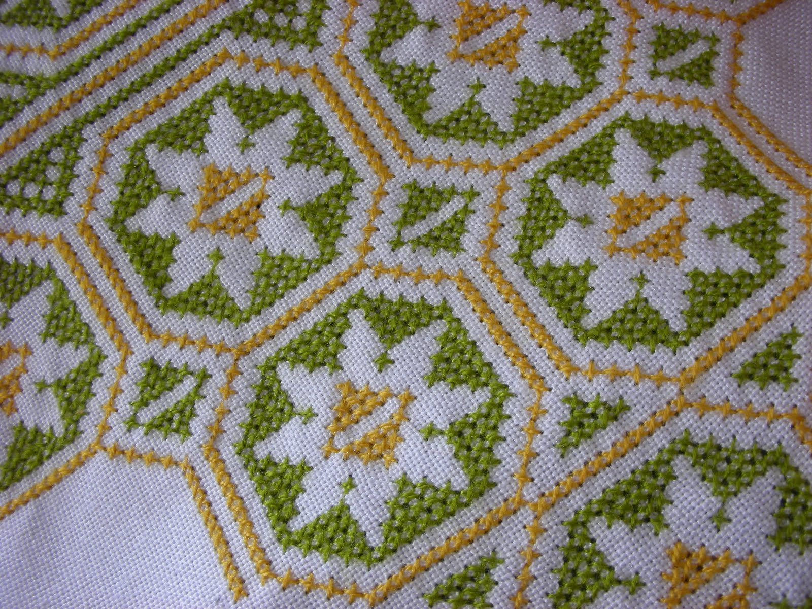 cross-stitch-tablecloth